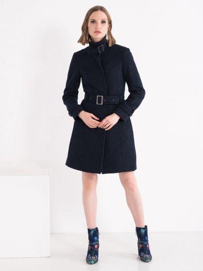 Ženski kaput sa detaljem