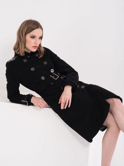 Atraktivan ženski kaput