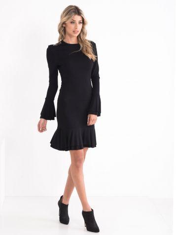 Mala crna haljina sa volanom