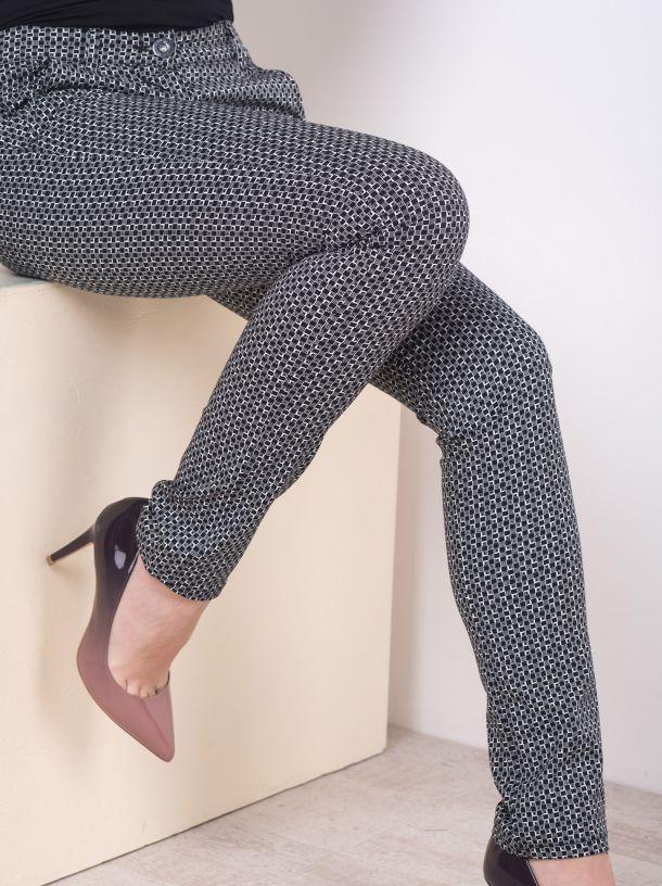Pantalone geometrijskog printa
