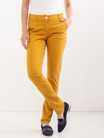 Kariraste hlače v gorčični barvi