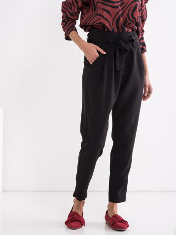 Pantalone sa vezivanjem