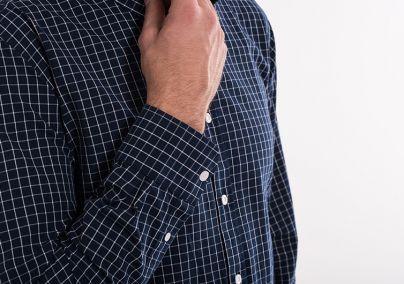 Teget karirana košulja