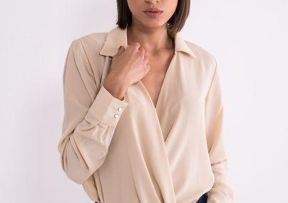 Bluza sa dubokim V izrezom