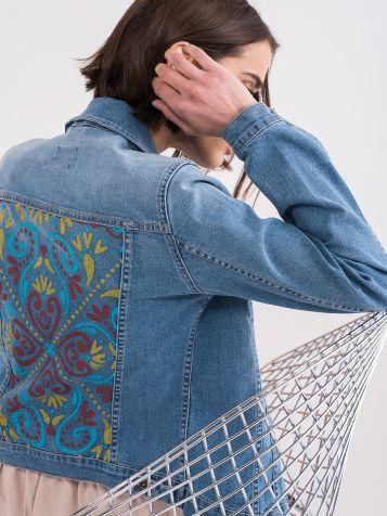 Jeans jakna s trendi tiskom