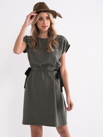 Poletna oljčna obleka