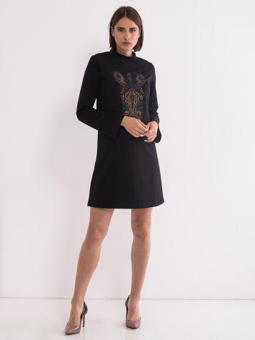 Obleka s privlačnim tiskom