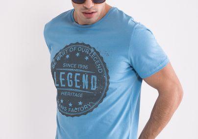 Majica svijetlo plave boje
