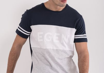Majica sa istaknutim natpisom LEGEND