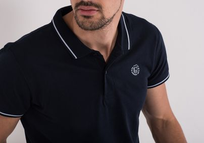 Majica sa kragnom teget boje