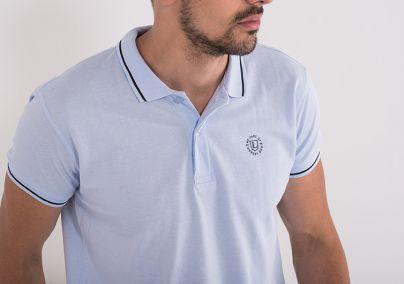 Majica sa kragnom plave boje