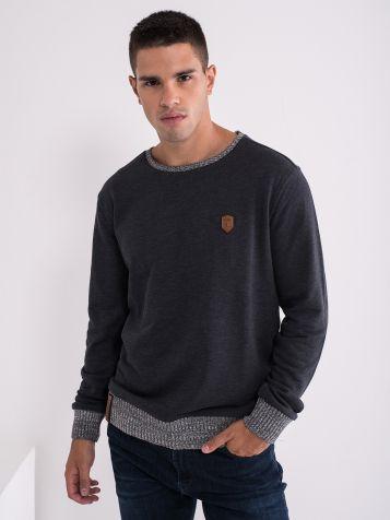 Moški pulover z obrobami
