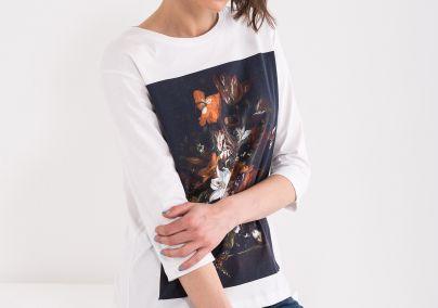 Majica sa cvetim motivima