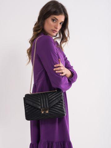 Črna torbica z okrasnimi šivi