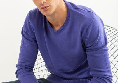 Basic džemper na V izrez ljubičasti