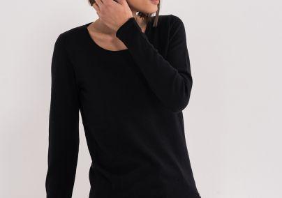 Ženski džemper otvorenog izreza