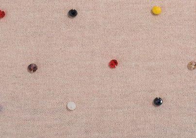 Džemper sa šarenim perlicama