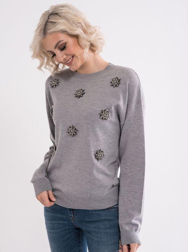 Ženski džemper sa detaljima