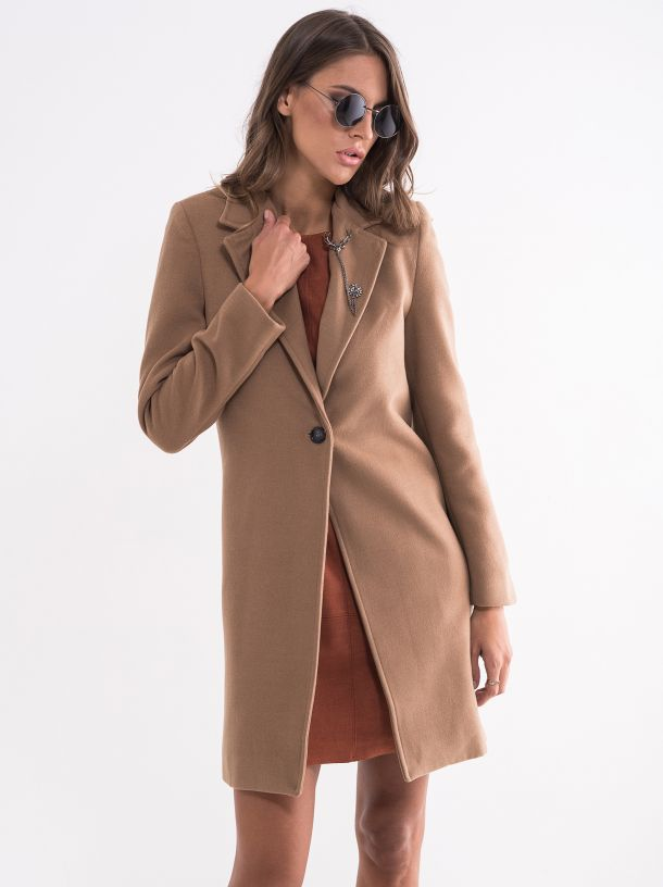 Ženski kaput sa brošem