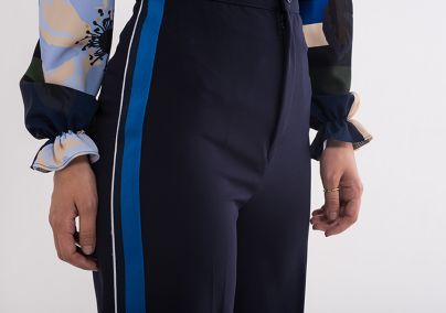 Zvono pantalone sa trakom