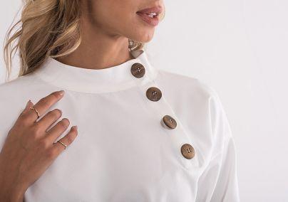 Bluza sa drvenim dugmićima