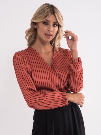 Bluza z V-izrezom s črtami