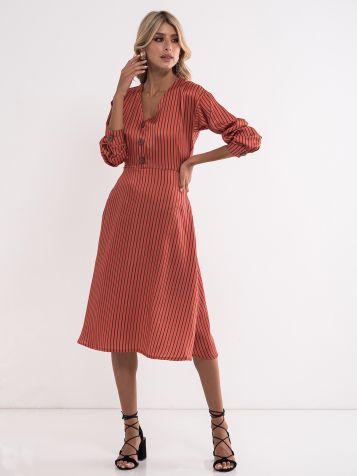 Obleka s črtami
