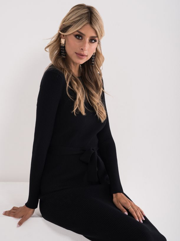 Uska crna haljina