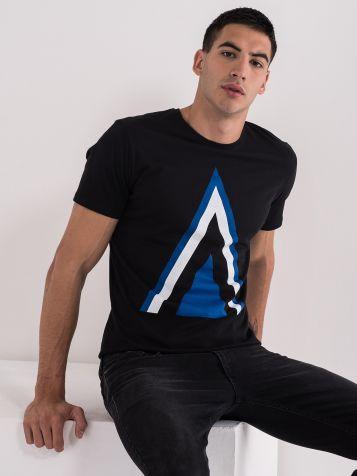Majica z minimalističnim potiskom